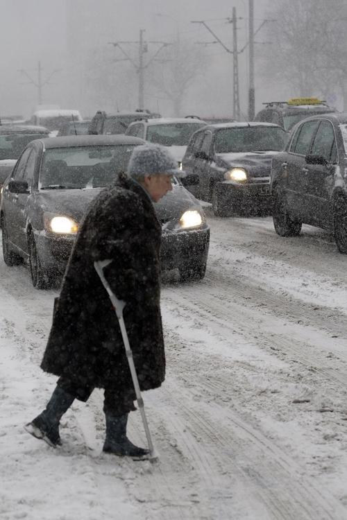 Łódź: śnieżyca paraliżuje komunikację. Śnieżyca w Łodzi w 2010 roku. Zobacz zdjęcia i filmy