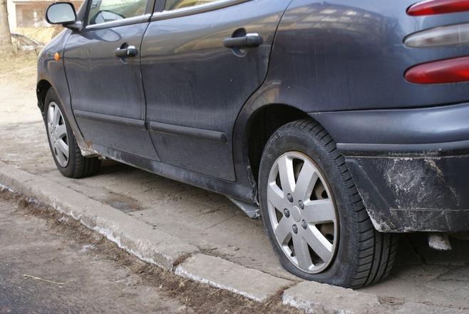 Jeden z uszkodzonych pojazdów