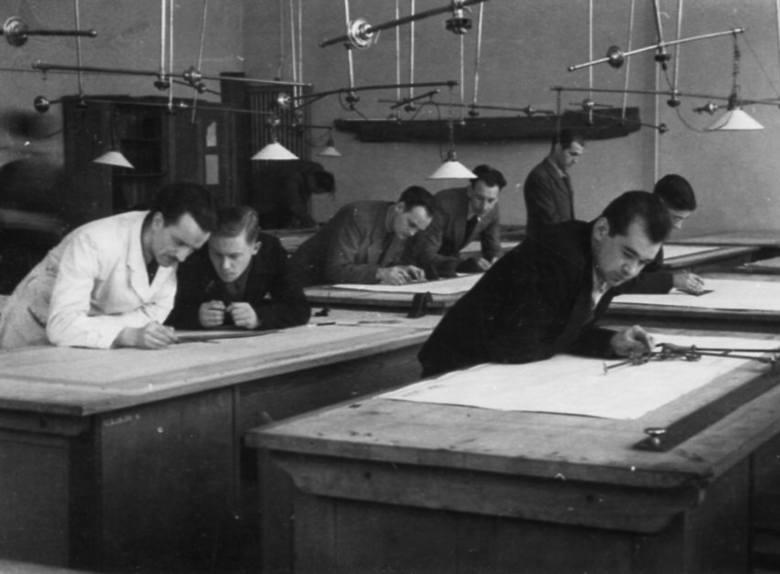 Kreślarnia na Wydziale Budowy Okrętów, 1945
