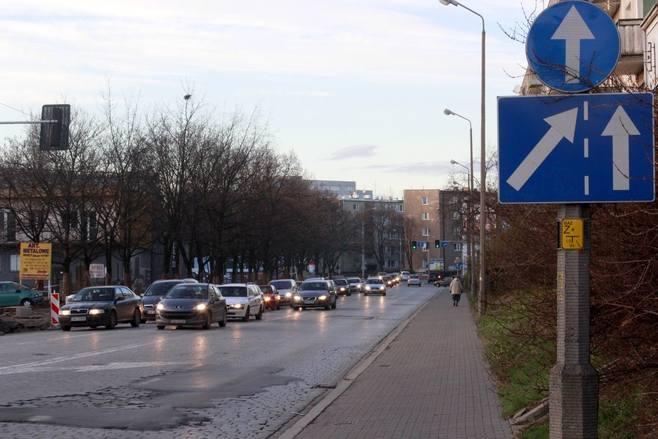 Zamieszanie na pl. Orląt Lwowskich. Kierowcy nie wiedzą jak jechać
