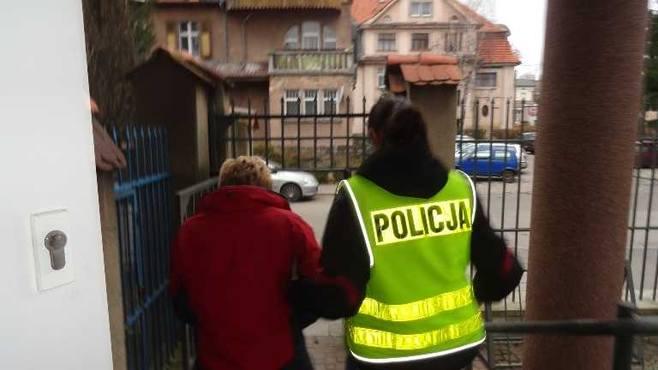 Stalking w Kłodzku: 48-letnia kobieta nękała swoje ofiary sms-ami