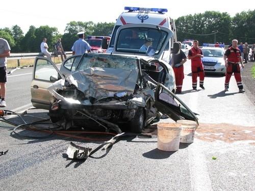 Pogorzelice, pow. lęborski: W wypadku samochodowym zginęli kierowca i dwuletnie dziecko