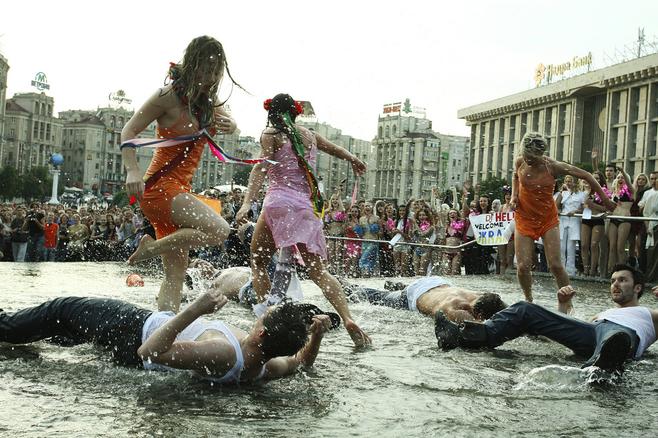 Historii FEMEN nie da się opowiedzieć bez fotografii dokumentujących ich liczne akcje. Bo choć liderki organizacji zarzekają się, że protestów topless