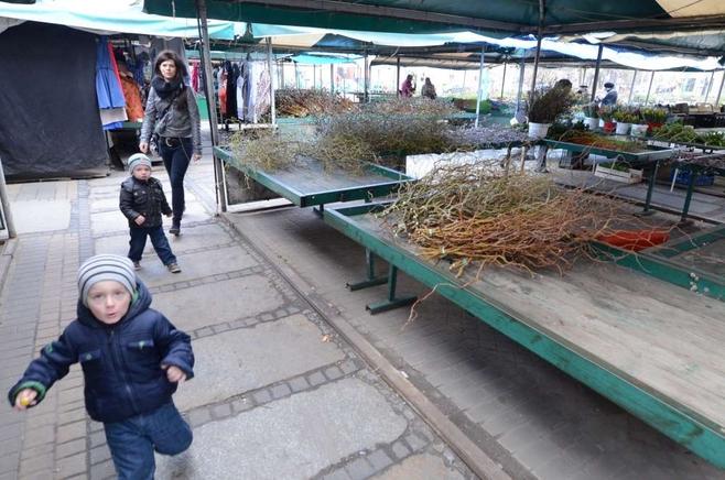 Złota niedziela na poznańskich targowiskach i w sklepach