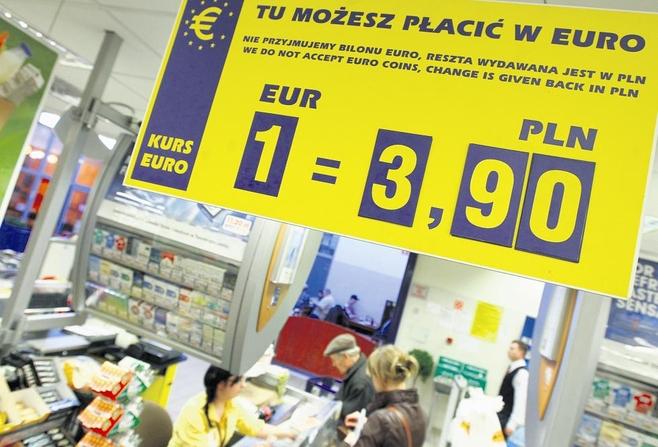 """W marketach """"Piotr i Paweł"""" od dawna są kasy, w których można płacić w euro"""