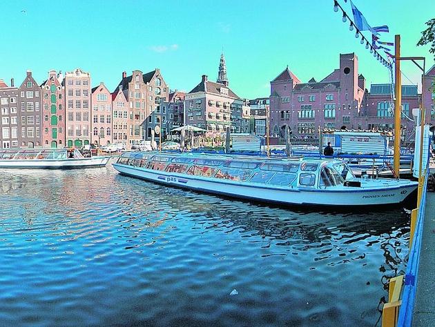 W Amsterdamie największe wrażenie robi 75-kilometrowa sieć kanałów