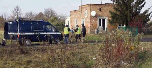 Dom przy ul. Polnej w Dęblinie. Ciała swoich bliskich znalazł mąż Haliny J., podejrzany przez prokuraturę o zabójstwo.