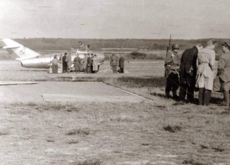 MiG por. Jareckiego po wylądowaniu na Bornholmie, 5 marca 1953 r.