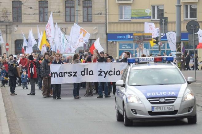 W marszu dla życia wzięło udział około 2 tys. osób