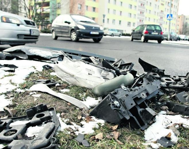 Krzyżówka Bajana i Szybowcowej: śmieci leżą tam już 2 tygodnie