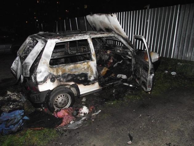 Wrocław: Spłonął samochód na Popowicach (ZDJĘCIA)