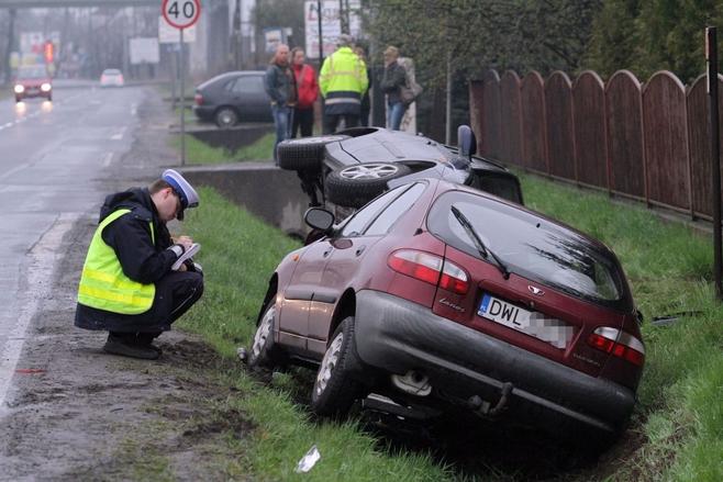 Niebezpieczna niedziela na wrocławskich ulicach (ZDJĘCIA)