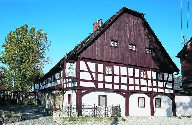 Niebieski Burak powstał w 1779 roku. To jeden z najstarszych istniejących domów przysłupowych w całym regionie jeleniogórskim
