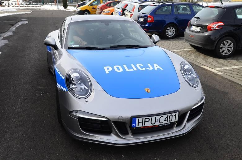 Czyżby prawdziwy policyjny radiowóz?