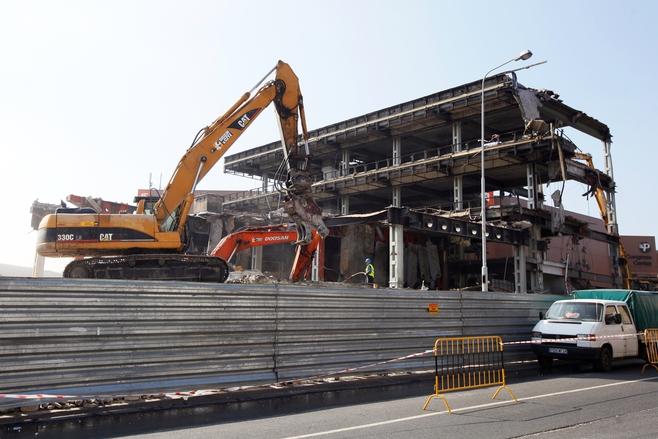 Poznań: Trwa wielkie wyburzanie pawilonu MTP [ZDJĘCIA, FILM]