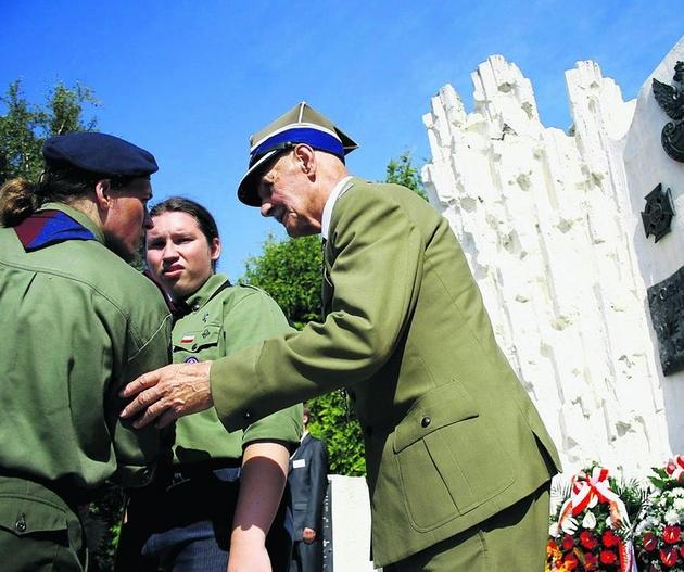 Wczoraj lublinianie oddali hołd bohaterom, którzy bronili miasta we wrześniu 1939 r. przed Niemcami. Apel poległych odbył się przy pomniku Obrońców Lublina
