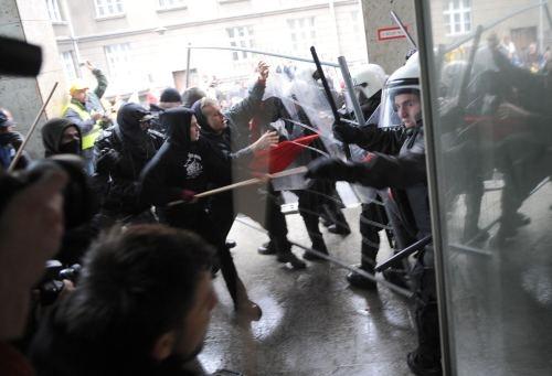 Poznań: Manifestacja w obronie Cegielskiego