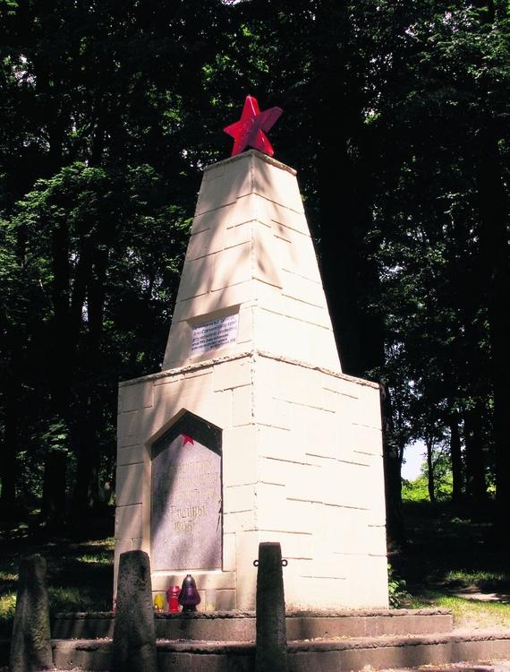 Jerzy Pabian walczy o usunięcie tego pomnika z Kłodzka