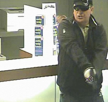 Wrocław: Opublikowano wizerunek sprawcy piątkowego napadu na bank