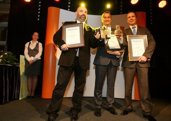 Od lewej: Jarosław Łukowicz, prezes firmy Cosinus (partner roku 2011 Polskapresse Prasy Łódzkiej), Piotr Tokarski, wiceprezes zarządu Ceramiki Paradyż i Krzysztof Białkowski, właściciel firmy BK Business z Łasku.