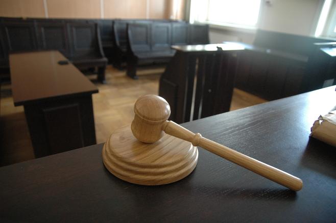 Od najbliższego poniedziałku sędziowie niezadowoleni z zamrożenia płac złożą w sądach pracy pozwy o zapłatę przeciwko Skarbowi Państwa
