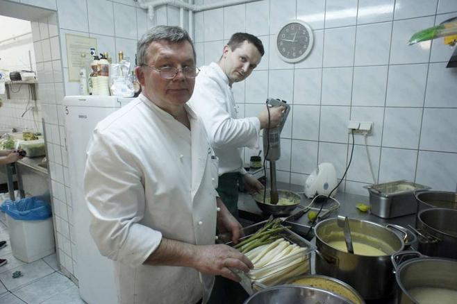 W restauracjach, tak w sobotę jak i w niedzielę, od rana trwały gorączkowe przygotowania, by obsłużyć tłumy gości. Janusz Masztalerz, szef kuchni restauracji