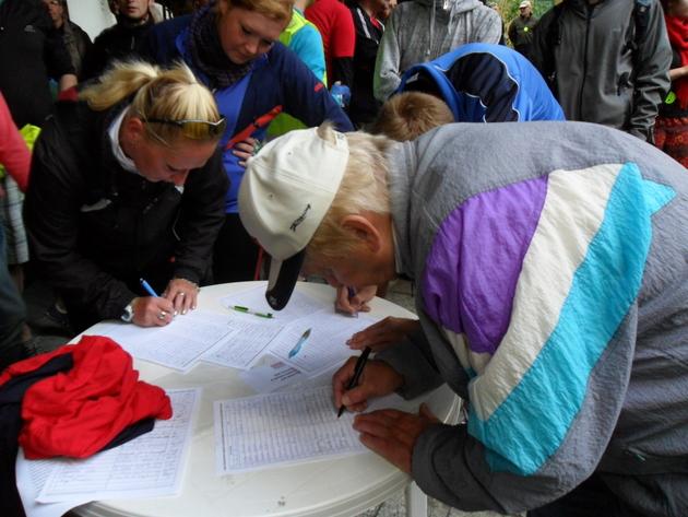 Rowerzyści zbierali podpisy nad zalewem Nakło-Chechło [ZDJĘCIA i VIDEO]