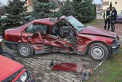tragiczny wypadek w dębie�sku nie żyje kierowca bww