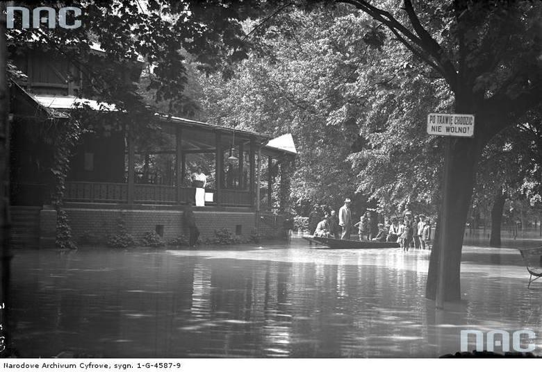 Fragment zalanego Parku Jordana.<br /> http://audiovis.nac.gov.pl/obraz/94159/cfbe47804c54d9232169c2003327ddfa/