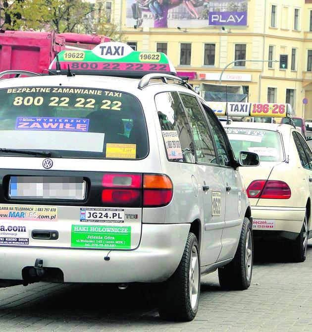 Sześćdziesiąt taksówek  jeździ z plakatem wyborczym