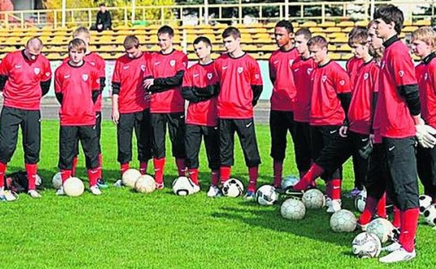 Chłopcy z Szamotuł mają się na kim wzorować i mają od kogo się uczyć piłkarskiego abecadła