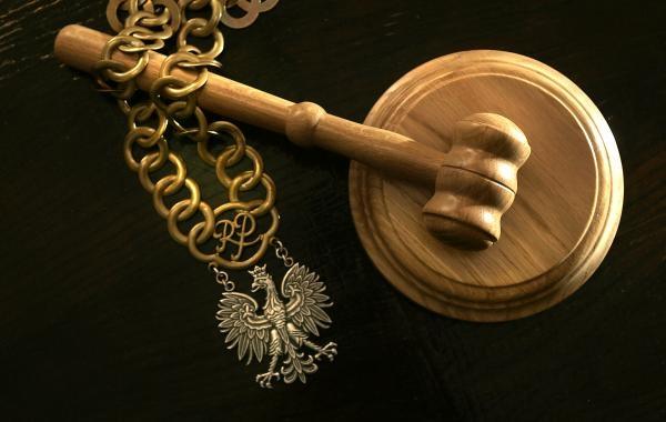 Nowy Targ: bił kijem i pięściami, bo chciał komórkę