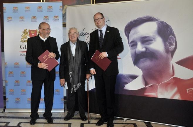 """W maju podpisano umowę sponsorską między prezydentem Gdańska Pawłem Adamowiczem a prezesem Akson Studio - producentem filmu """"Wałęsa"""""""