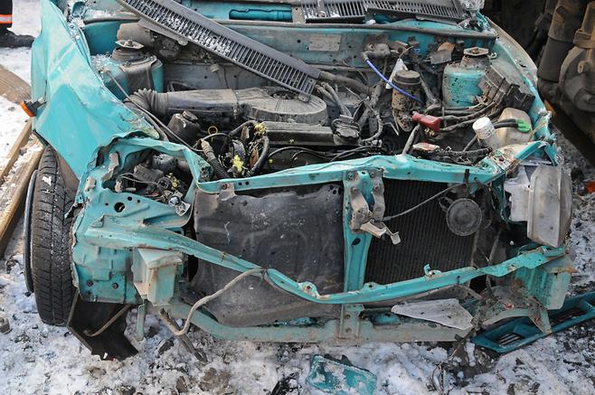 Na ulicy Królowej Jadwigi w Poznaniu samochód wypadł na torowisko i został zakleszczony pomiędzy dwoma tramwajami