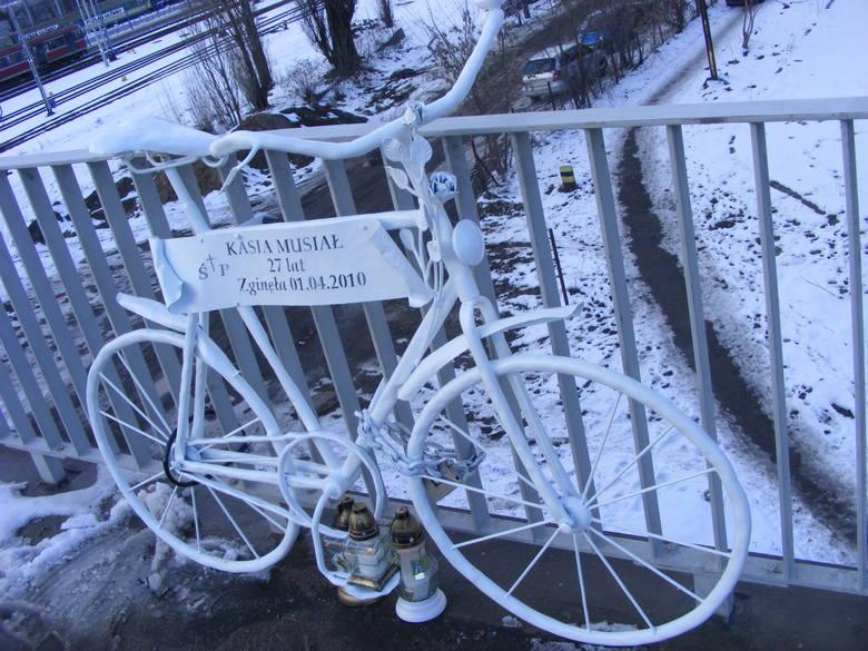 Rower upamiętniający potrącenie rowerzystki został wymieniony