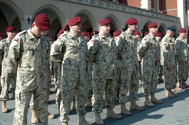 Żołnierze pożegnali się z Krakowem. Jadą do Afganistanu [ZDJĘCIA]
