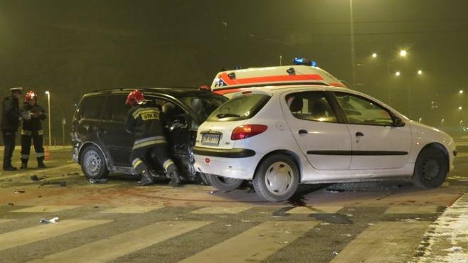 Wypadek na skrzyżowaniu Bardzkiej i Świeradowskiej (ZDJĘCIA)