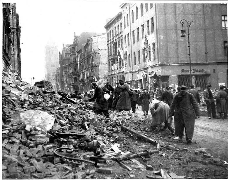 Jeńcy niemieccy na ulicy św. Marcin.