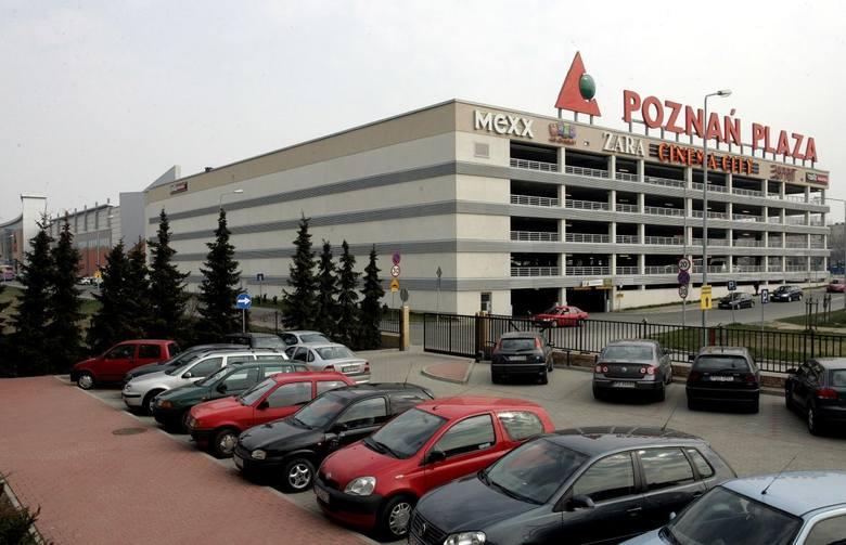 Centrum Handlowe Plaza. Powierzchnia całkowita - 64.000 mkw. Powierzchnia handlowa - 40.000 mkw. Znajduje się tu 150 sklepów i punktów handlowych w tym