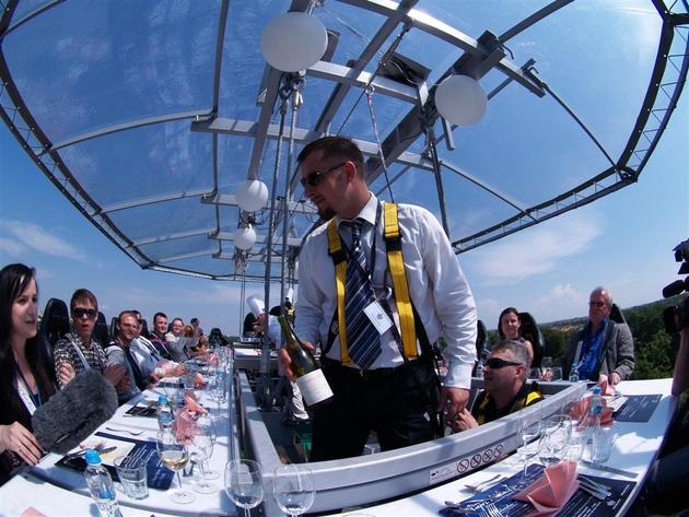 Wrocław: Jedyna okazja, by zjeść obiad w chmurach (ZDJĘCIA)