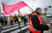 28 kwietnia pracownicy chełmżyńskiego Bioetanolu zablokowali drogę krajową nr 91 w Kończewicach [zdjęcia]