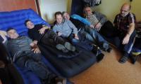 Aktualnie protestujący zajmują pomieszczenia związkowe w siedzibie IKS Solino w Inowrocławiu. Wśród nich jest kilku, którzy brali czynny udział w protestach 2007 roku. Wówczas też głodowali.