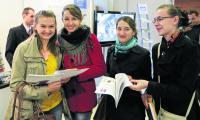 Na wczorajszych targach ofert dla siebie szukały studentki inżynierii środowiska PB. Od lewej: Elżbieta Jaszkiewicz, Milena Lewko, Sylwia Duchnowska, Monika Kacprzyk.