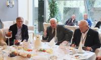 Andrzej Podlaski z Alstom Power, Julian Kiełbasa z Mostostalu Warszawa i Zbigniew Wiegner z Polimeksu Mostostal podczas czwartkowego spotkania z opolskimi przedsiębiorcami.