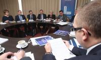 Przy okrągłym stole rozmawiano w poniedziałek, 24 listopada, w Kielcach o nowej ordynacji podatkowej. Przyjechali goście z Dolnego Śląska.