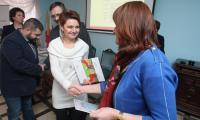 Certyfikaty przynależności do szlaku kulinarnego Świętokrzyska Kuźnia Smaków odebrali w środę między innymi Sylwia i Mariusz Paciura, właściciele Winnicy nad Jarem w Złotej koło Sandomierza.
