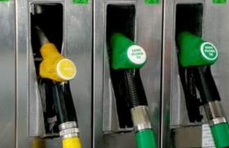 Ceny paliw obniżyły stacje Orlenu i Lotosu
