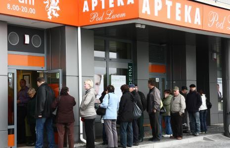 Możliwość dostania za darmo farmaceutyków za 30 zł przyciągnęła sporo ludzi do Apteki Pod Lwem