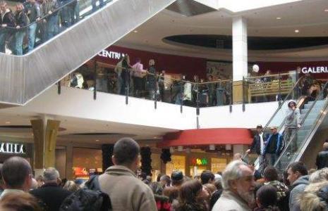 Białostockie duże sieci i centra handlowe w najbliższy weekend zmienią godziny pracy z ppowodu sylwestra, a nie potrzeby metkowania towarów przed zmianą stawek vat.