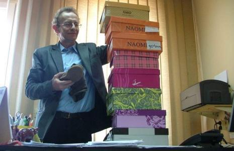 Janusz Kuliberda, rzecznik konsumentów w kluczborskim starostwie znany jest m.in. z tego, że woził buty reklamowane przez klientów z powiatu do oceny rzeczoznawcy w inspekcji handlowej. Obecnie konsumenci muszą robić to osobiście.